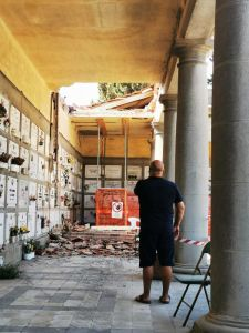 """Cimitero Cecina, crolla soffito del porticato. Lippi: """"Basta interventi tampone, agire con celerità"""""""