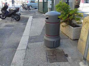 nuovi-cestini-posizionati-nel-mezzo-del-marciapiede-di-via-roma-4