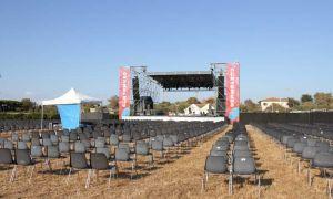 Tutto pronto per il Cortomuso Festival, le foto dell'area concerti al Caprilli