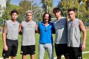 L'US Livorno tessera 4 giocatori