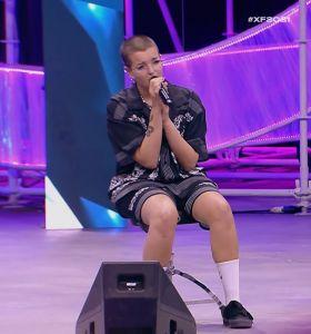 X Factor 2021, la Livornese Febe canta da seduta e incanta i giudici (Video)