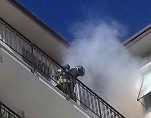 Via Ascoli, principio di incendio subito domato dai vigili del fuoco