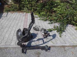 Tagliano le piante e trovano due scooter rubati nel 2019