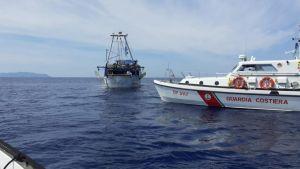 Capraia, fermato peschereccio maltese in pesca nelle acque italiane