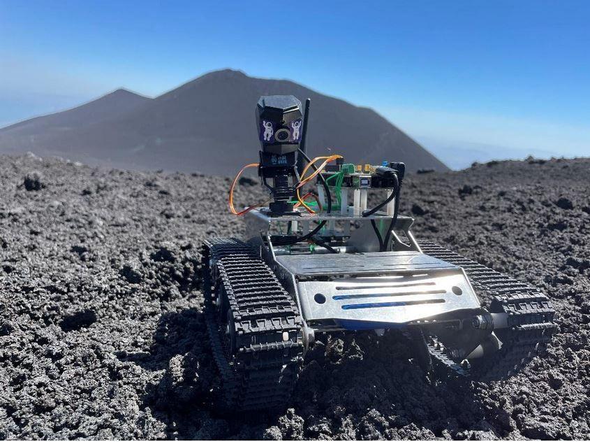 Un rover sull'Etna, il suolo del vulcano simula Marte