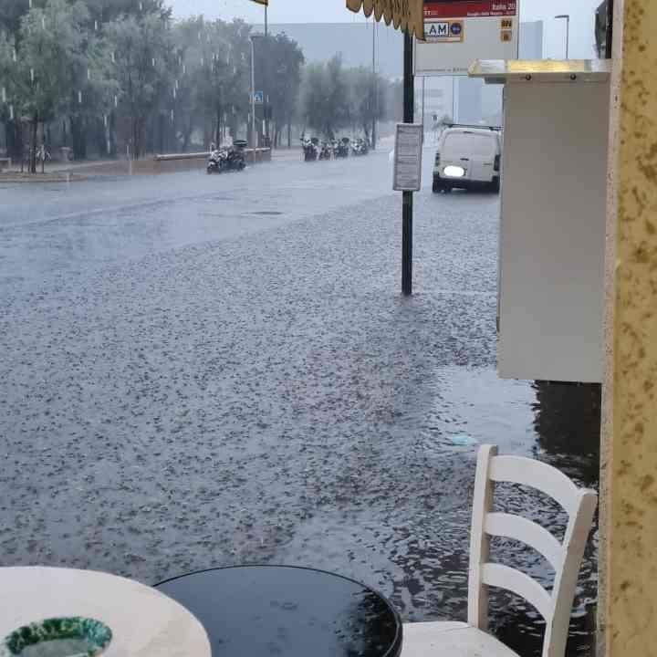Problemi irrisolti, piove e il viale Italia si allaga (Foto)