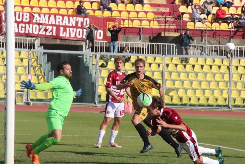 Livorno-Fucecchio 3-1 i gol della partita e i cori dei tifosi