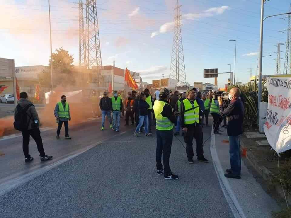 Sciopero Generale, manifestazione Usb. Traffico bloccato in via Leonardo da Vinci
