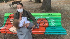 Settimana Allattamento Materno, presentate a Livorno quattro panchine decorate a tema